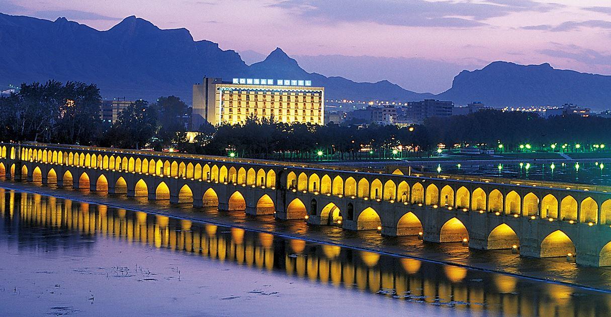 Hôtel-Kowar-en-face-pont-Isfahan