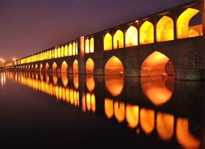 Si-o-se-Pol, Allah-Verdi Khan Bridge, Zayandeh River, Isfahan, Iran
