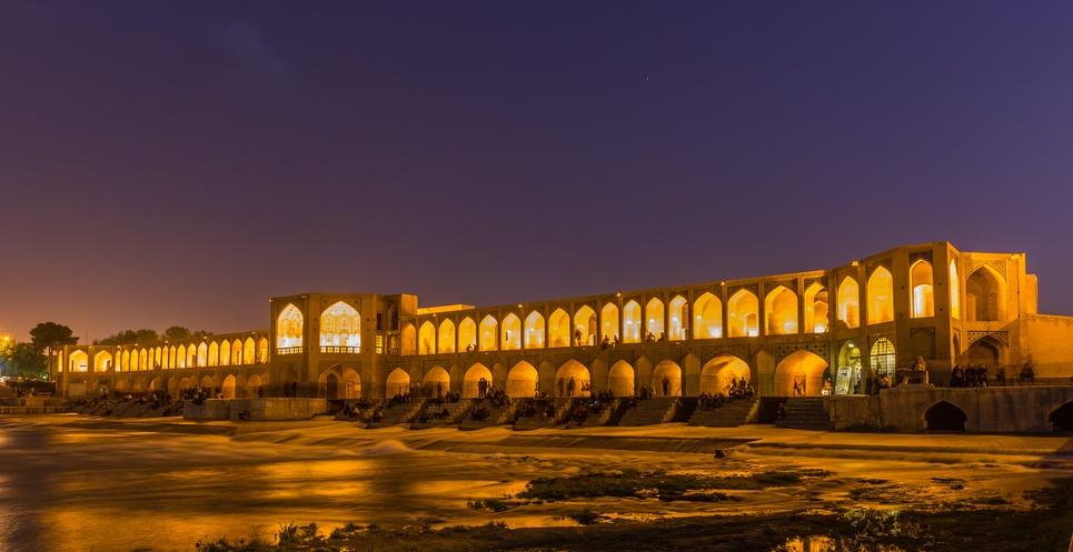 Les ponts d'Ispahan : des lieux de promenade chargés d'histoire